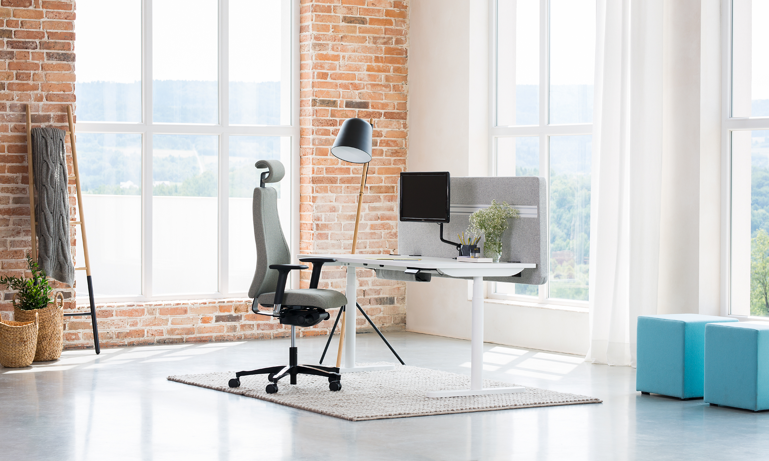 Viden chair with scandinavian design and ergonomics